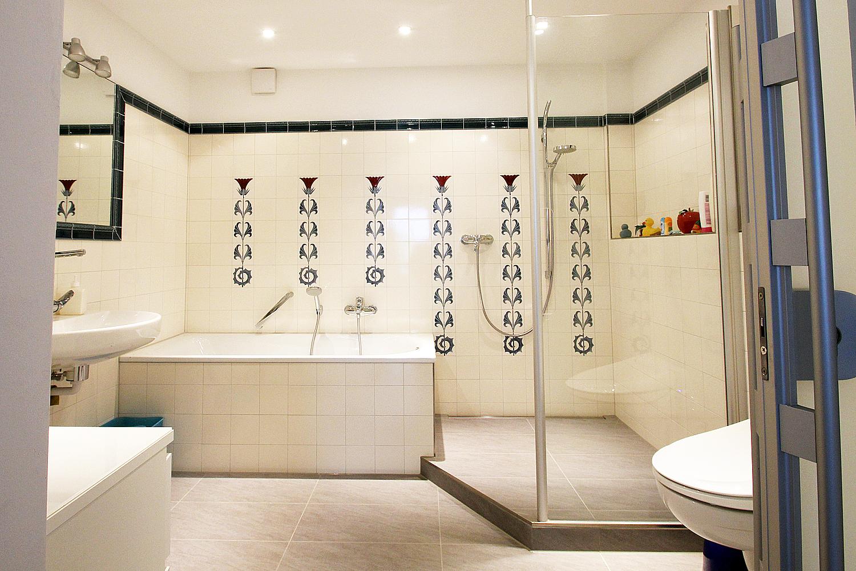 Modernes Bad nach der Sanierung durch Wohnwert Innenarchitektur