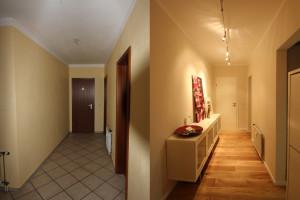 Der Flur der Maisonettewohnung vor und nach dem Umbau durch Wohnwert Innenarchitektur