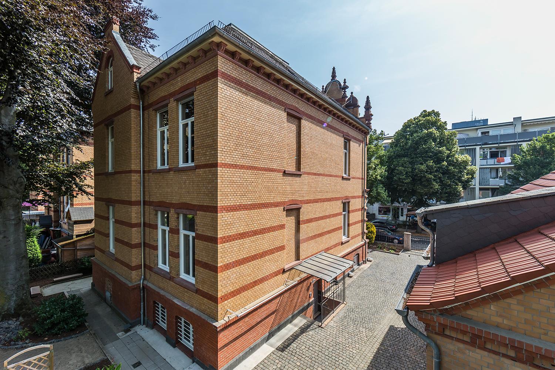 Wohnwert Innenarchitektur Denkmalpflege: Hofseite der sanierten Villa Viktoria