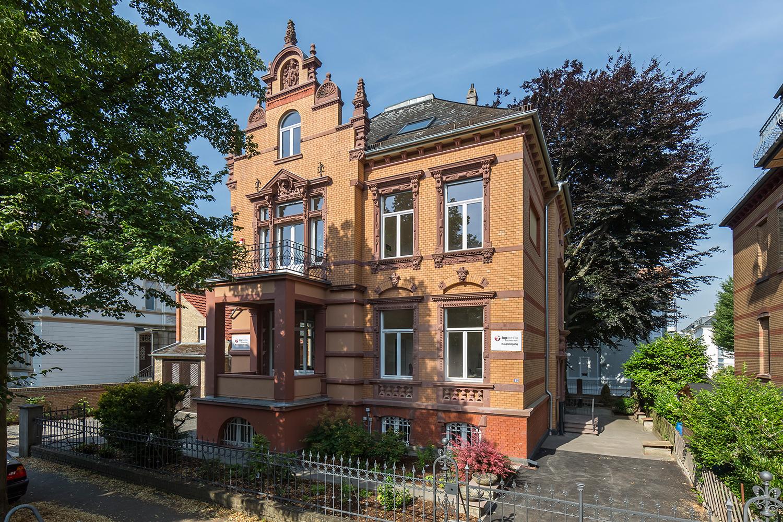 Ansicht Fassade Villa Viktoria, die von Wohnwert Innenarchitektur saniert wurde.