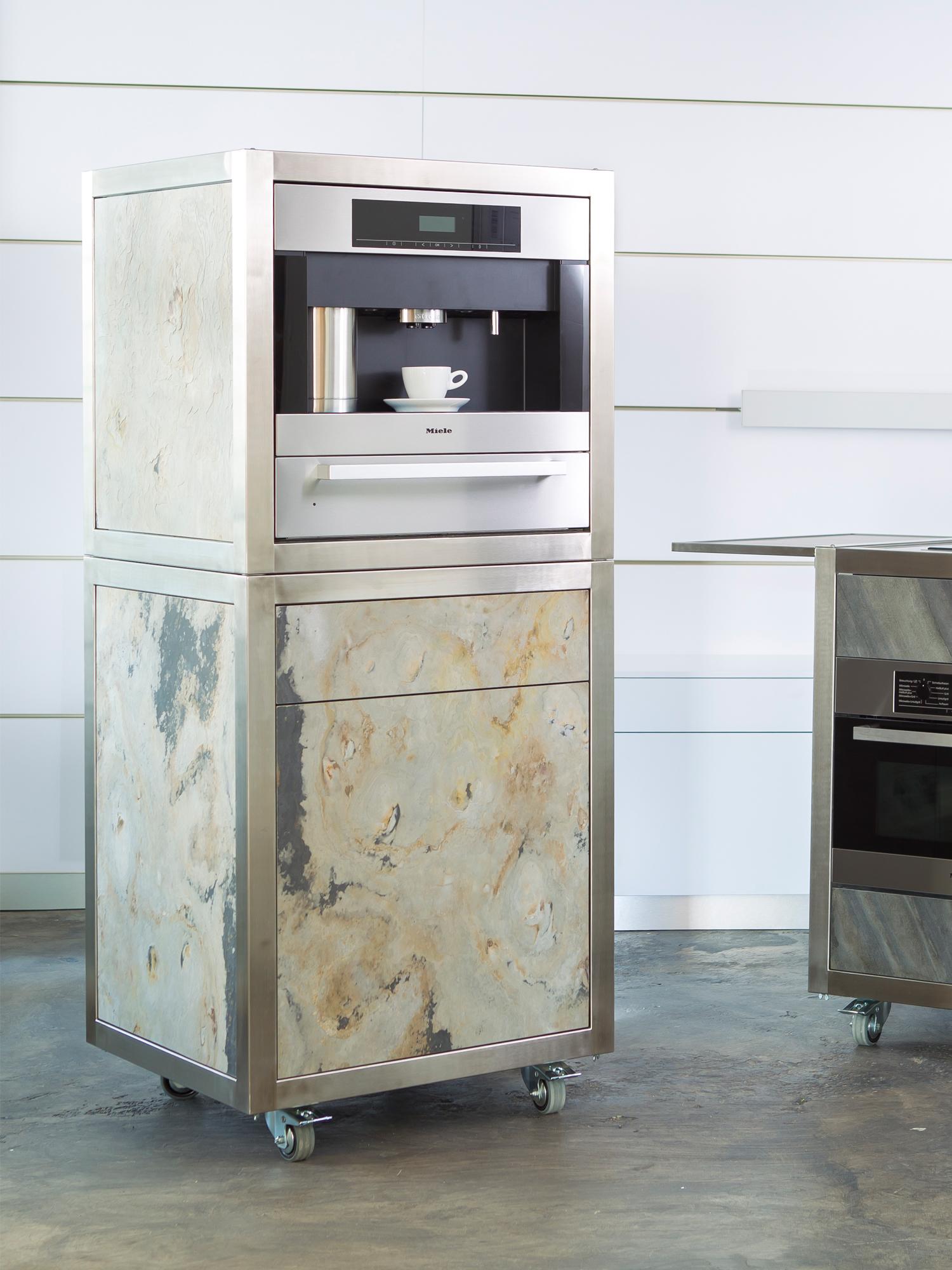 Die mobile Küche Neoculina für das Büro mit Kaffeeautomat
