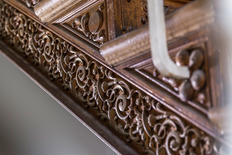 Detail gusseiserne Treppe im sanierten Treppenhaus der Villa Viktoria