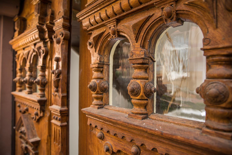Wohnwert Denkmalpflege: Detail des Portals der sanierten Villa Viktoria