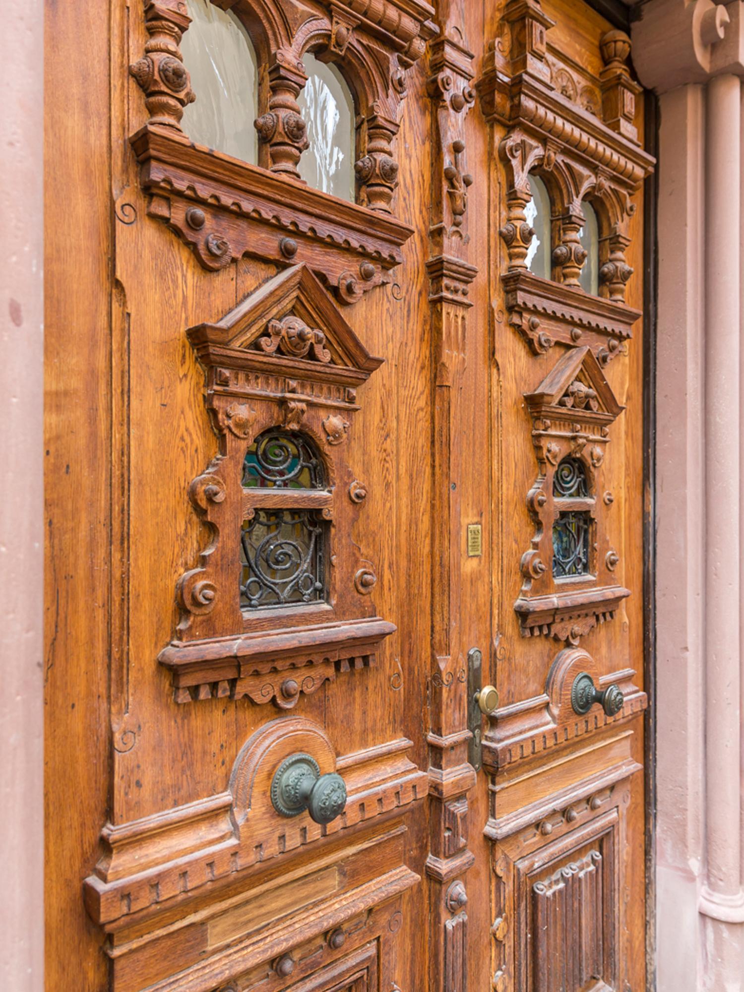 Das Portal der Villa Viktoria nach der Sanierung durch die Innenarchitekten von Wohnwert