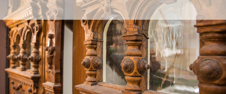 Eingangstür aus Holz, bearbeitet von Wohnwert Altbausanierung und Denkmalpflege