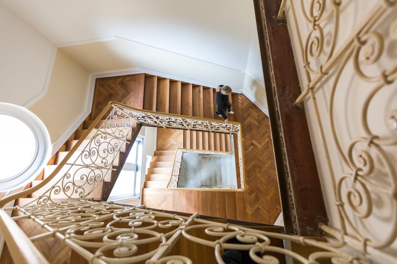 Treppenhaus einer von Wohnwert Innenarchitektur sanierten Villa