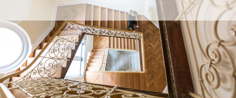 Ein von Wohnwert Altbausanierung und Denkmalpflege saniertes Treppenhaus