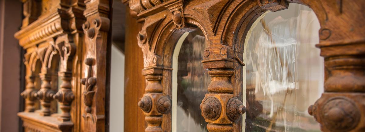 Eine von Wohnwert Altbausanierung und Denkmalpflege Bergisch Gladbach bearbeitete Holztür