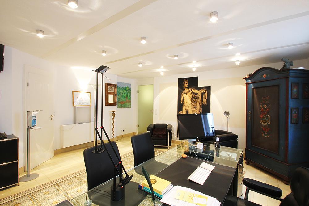 Von Wohnwert Innenarchitektur renovierter Behandlungsraum einer Privatpraxis