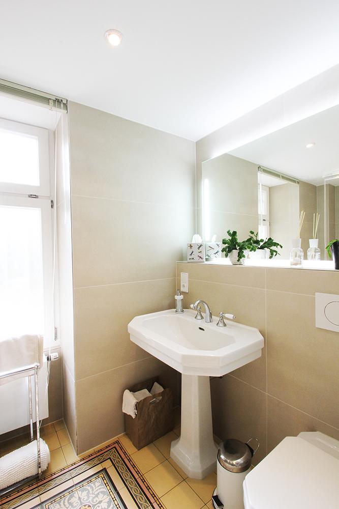 Ansicht des Bades in der von Wohnwert renovierten Praxis