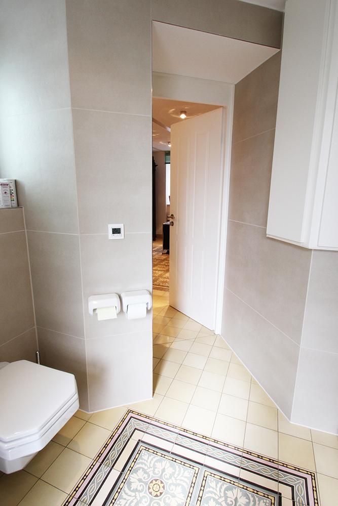 Ansicht eines von Wohnwert Innenarchitektur sanierten Badezimmers